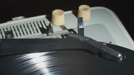 equalizador : Video of gramophone with a vinyl record Vídeos
