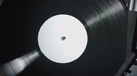 gramophone : Retro gramophone with a spinning vinyl record Stock Footage