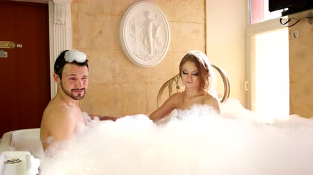 seks : Girl and Guy in the Jacuzzi with Foam Stok Video
