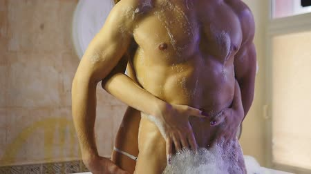 sesso : Hot Man and Girl in bagno bianco Filmati Stock