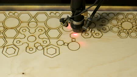 desenli : Laser cutting on wood geometric figures Stok Video