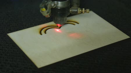 eu : Laser cutting on wood of the heart