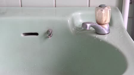 su tesisatı : Faucet with water in the bathroom.Water drop. Stok Video