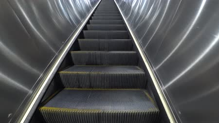 odchodu : Escalator in department store