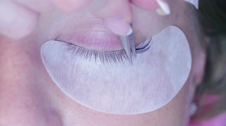 yanlış : Woman eye. Eyelash extension procedure in salon