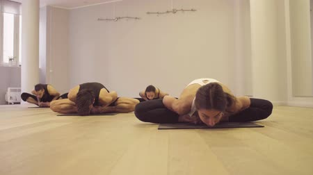 kötött : Yoga class. Ashtanga yoga. Bound angle pose