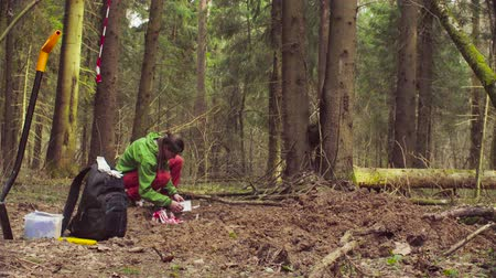 naturalist : The ecologist marking a place of research. Stock Footage