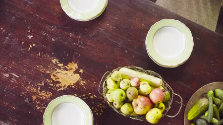 abobrinha : Old table with fruits and vegetables Stock Footage