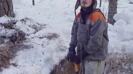 yarık : Ecologist in the forest digging a soil slit