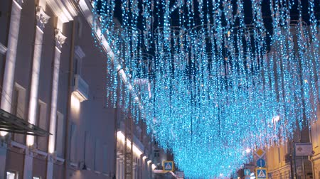 csillogás : RUSSIA MOSCOW november 2019 - Bright Holiday Street Illumination. The City is Decorated for the Holiday. Festive Lights Decorating Shimmering bokeh. Steadicam shot
