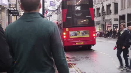 london cab : Oxford Street pedestrians shopping in the rain at christmas