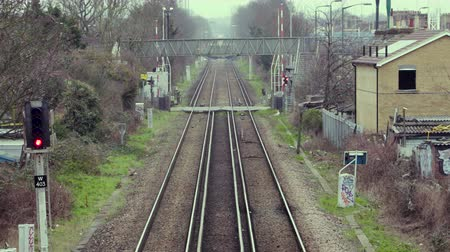 mozdony : A Train passes a Level crossing in London