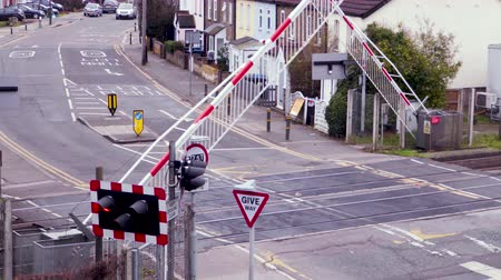 fermata autobus : A Train passes a Level crossing in London