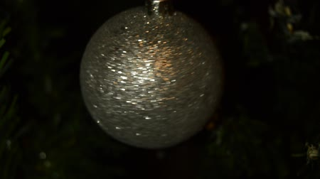 ünnepség : Spinning a shiny and sparkling Christmas ball on a dark background