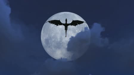 mítosz : Mythological dragon flying at night with a full moon video Stock mozgókép
