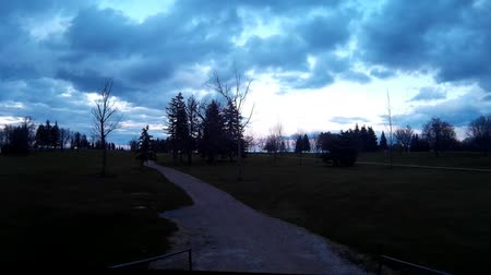 mech : Empty golf course in the fall during early evening. with greens, fairway, trees, lakes and bridges. Wideo