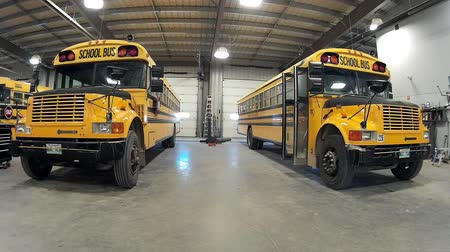 biztonság : American Bluebird Navistar International 3800 school buses parked in the garage.
