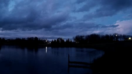 mroczne : Calm lake on an autumn evening, with the water rippling during sunset. Wideo