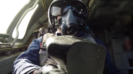 выброс : Pilot helmet flying the plane Стоковые видеозаписи