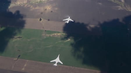 tankowanie : Two aircraft four shadows