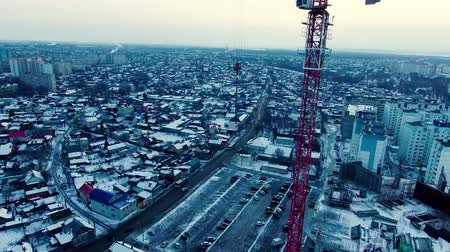 январь : A crane above the city
