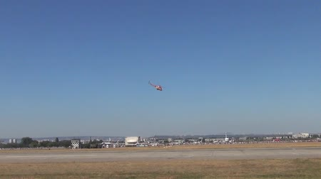 mi : Small helicopter maneuvering at an Airshow