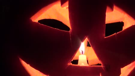 темный фон : The candle inside the pumpkin