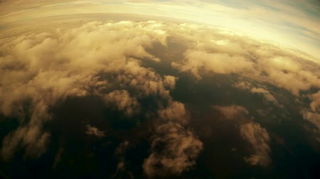 成層圏 : Flying around Cumulus clouds