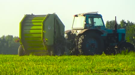 bales : Tractor harvests in the field