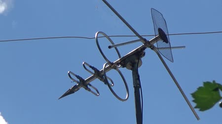telecoms : TV antenna sticking out on the roof