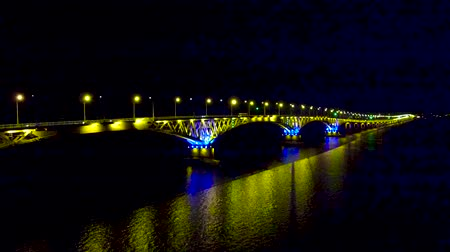 hull : Bridge in the light of yellow lights