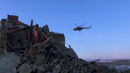 видя : Helicopter flying over the ruins