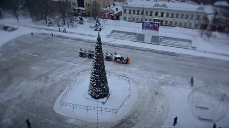 firecrackers : Christmas tree in the center of the square