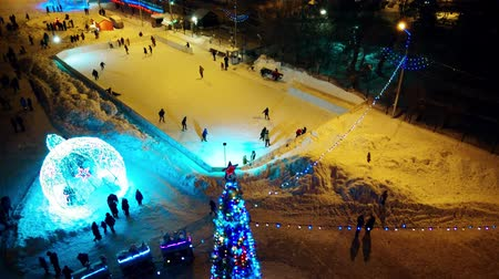 безделушка : Rink, Christmas tree and train Стоковые видеозаписи