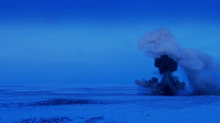 elpusztított : The explosion of a shell in the winter tundra