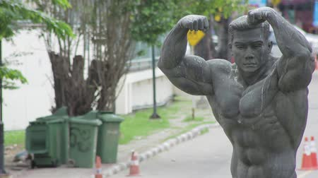 közepes : Statue of strongman near Rajamangala stadium, Bangkok Stock mozgókép