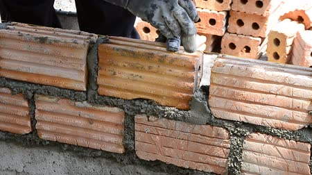 cegła : labor build brick in construction site
