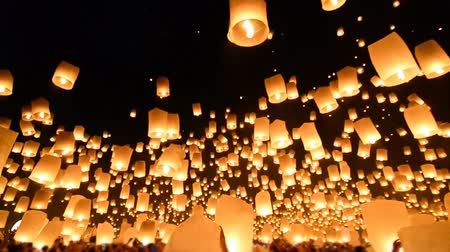 yeepeng : Beautiful Many Fire Lanterns Floating In Famous Loy Krathong Festival Of Chiang Mai Thailand 2013 Stock Footage