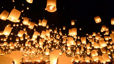 Будда : Fire Lanterns Floating In Loi Krathong Festival Of Chiang Mai Thailand