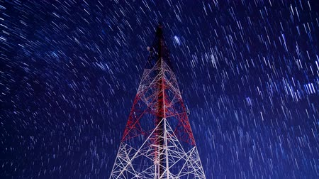 antennák : time lapse big communication tower and beautiful startrail in the night sky Stock mozgókép