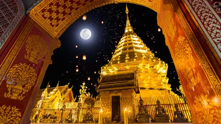Таиланд : Wat Phra That Doi Suthep And Sky Fire Lantern On Full Moon Background Famous Temple of Chiang Mai, Thailand