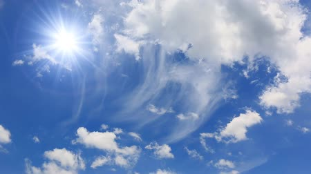 güneş ışını : Beautiful Sunshine And Clouds Floating On Blue Sky