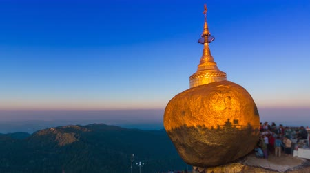 mianmar : Time Lapse Sunrise Golden Rock Pagoda Kyaikhtiyo Pagoda Of Myanmar Stock mozgókép