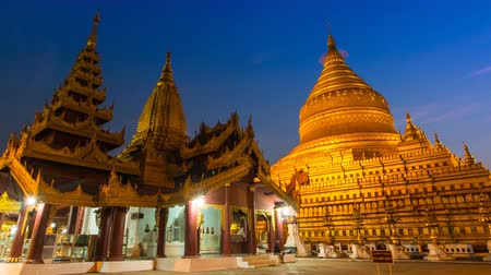 budist : Shwezigon Paya Pagoda Of Bagan, Myanmar zoom out Stok Video
