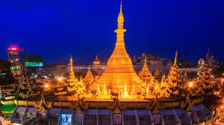 mianmar : Sule Pagoda Landmark Ancient Pagoda Day To Night Time Lapse Of Yangon City, Myanmar (zoom in) Stock mozgókép