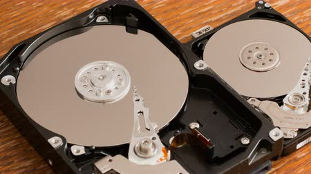 követés : The hard drive is dismantled on a wooden surface