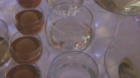 champagne flute : Glasses with an alkagol on a table with a white tablecloth Stock Footage