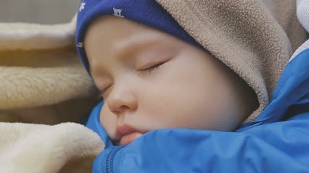 wozek dzieciecy : Sweet little baby boy sleeping in stroller Wideo