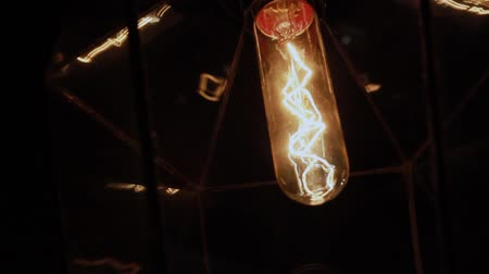 вольфрам : Incandescent lamp in the plafone on the wall.