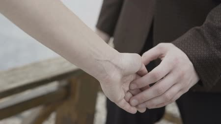 atender : Hands of lovers who caress each other Stock Footage